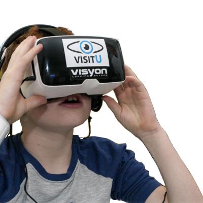 VisitU - attraverso uno smartphone e occhiali virtuali - entra con una telecamera a 360 gradi in casa del paziente, nella scuola o durante occasioni speciali come una festa di compleanno o una partita di calcio - in modo che i pazienti possano rilassarsi.
