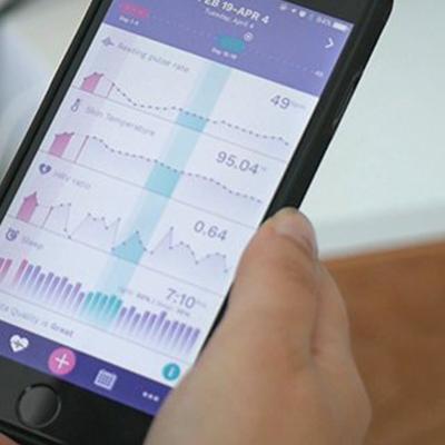 AVA: un dispositivo indossabili che monitora 9 dati fisiologici (temperatura, frequenza cardiaca, ecc.) per individuare i tuoi giorni fertili