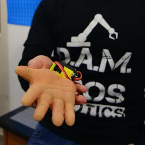 MIMIC.HA la mano robotica progettata dalla D.A.M. Bros Robotics