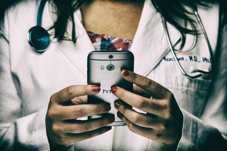 La trasformazione digitale della salute sfida il tempo della sospensione